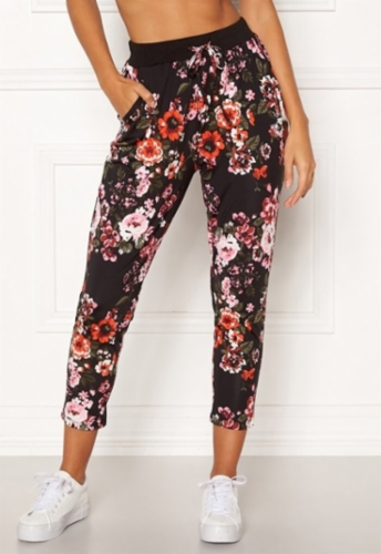 happy-holly-petra-pants-patterned_12.jpg&width=400&height=500