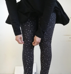 papu_dot_leggings.jpg&width=200&height=250