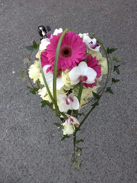 ruusu, gerbera ja orkidea