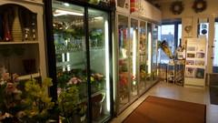 myyntikylmiöt täynnä kukkia :)