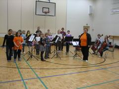 Koulukonserttikiertueella Suolahdessa maaliskuussa 2009