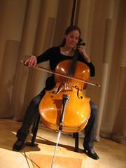 Elina Kangas tunnelmoi opekonsertissa 11.11.2009