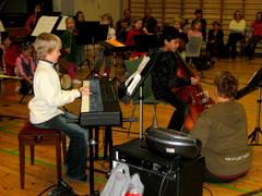 Kalle Korhonen (koskettimet) ja Niko Ruppert (kontrabasso) esittivät kappaleen Lilliburlero, ja upeastihan se meni!