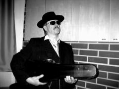Mafioso A. Naskali normaalissa lauantailookissaan 13.11.2010