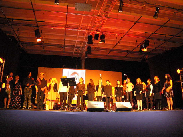 Saimaan saaresta Kaamasen tielle -konsertin upea esiintyjäkaarti Äänekosken Painotalon lavalla 10.2.2013.