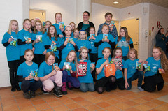 Sirkuttajat -kuoro esiintyi SPR:n ystävänpäiväjuhlassa Laukaan Sarahovissa 16.2.2013