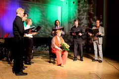 Se on pienen serenadin paikka! Monta syytä juhlaan -opettajakonsertti Suolahtisalissa 9.3.2013. Musiikkiopisto täytti vetreät 25 vuotta ja rehtori Sari Savolainen vielä vetreämmät 50 vuotta!