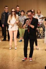 It´s groovin´ time! Trumpetisti Eelis Rossi sooloilee musiikkiopiston kevätjuhlassa, Suolahtisalissa 16.5.2013