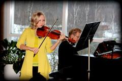 Annikka Wahrmann -stipendiaatti Kiia Saari tunnelmoi Sibeliusta Matti Torikan säestämänä 2.2.2014