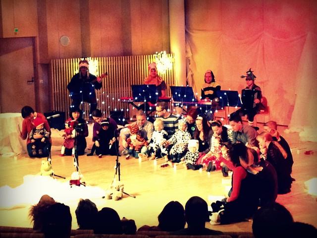 Tunnelmaa Lelulaatikon joulu -muskarikonsertista Suolahtisalissa 4.12.2013