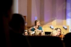 Siri Porrassalmi huikeana huilusolistina Jean Sibeliuksen Nocturnessa Ala-Keitele Sinfoniettan säestämänä 8.12.2015