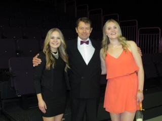 Rokkia-Raivoa-Rakkautta - konsertin starat  Ellinoora Janhonen (vas.), Juha Vantila ja Katja Kekki 27.1.2016