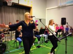 Alacombo feat. Katja Kekki (vas.) ja Ellinoora Janhonen 17.3.2016