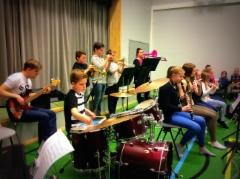 Kevään 2016 koulukonsertointia a´la Alacombo (Äänekosken keskuskoulu 17.3.2016)