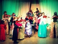 Viulisteja Aikamatka -konsertin harjoituksissa (Suolahtisali 12.11.2016)