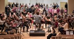 """""""Rakkautta ilmassa"""" -konsertin treenit Suolahtisalissa 18.11.2017. AKMO Sinfoniettan ja kuorojen kapellimestarina Kalle Santanen"""