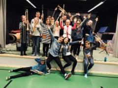 Alacombo koulukiertueella keväällä 2018