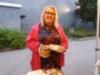 hyvinkaan_kansainvaliset__suomalaiset_suurmarkkinat_04.09.2020_-_terveysmaailmasta_kauppias_paula_ja_tyynymyynnin_valissa_hakemassa_valipalaa_kuva4