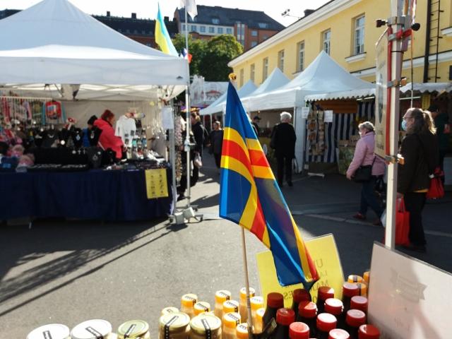 kansainvaliset__suomalaiset_suurmarkkinat_-_helsinki_2020_-_18.09._-_hieno_aurinkoinen_paiva_-_asiakkaita_oli_mukavasti_liikkeella_seka_ostoksilla_kuva2