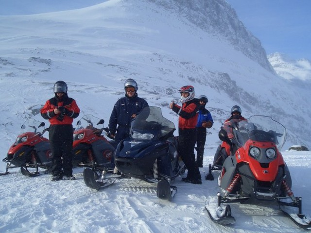 Snowmobile safari to the Arctic Ocean