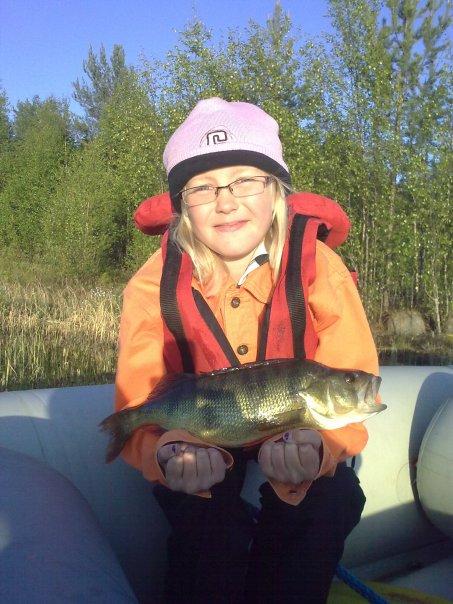 9 years old girl catch 1120g perch with fly
