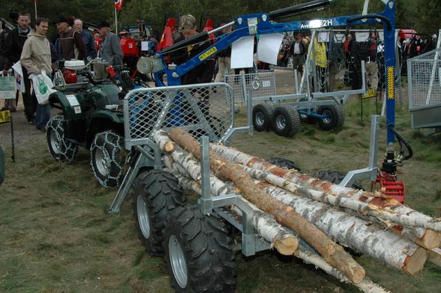 Mönkijän hydraulinen kuormain