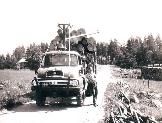 Ford Trader puutavara-auto vm. 1960