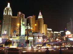 """ConExpo 2011 raskaskonenäyttely järjestettiin 22.-26.3. Las Vegasissa - """"Minä menen Ameriikkaan, kun sinne menee kaikki, Kultasannalla on päällystetty ameriikan raitti."""""""