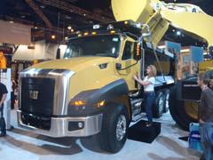 Caterpillar ensiesitteli messuilla uuden CAT CT 660 kuorma-auton raskaisiin ajotehtäviin. Koska nähdään Suomessa...?
