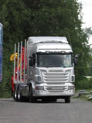 Scania ja Keslan Z nosturi.
