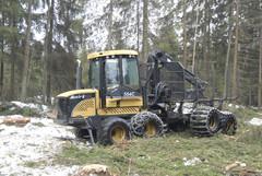 Näytöksessä esiintyi 12-tonnin 8-pyöräinen Eco Log 554C -kuormatraktori