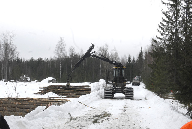 Eco Log 554C tekee kuormaa