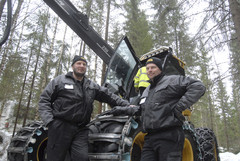 Eco Login Mikko Laurila (oik.) ja Petter Sirkka ovat syystä tyytyväisiä miehiä; konekauppoja tehdään tasaiseen tahtiin ja huoltoverkosto on vahvistunut ammattitaitoisilla sopimusyrittäjillä