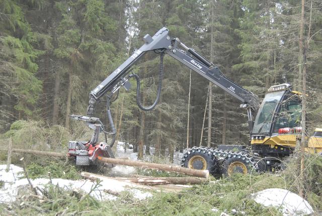 Eco Log ja Log Max - tuottava ja luotettava kokonaisuus - Eco Log harvestereihin annetaan 10 000 tunnin / 5 vuoden takuu kouran letkuille