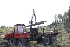 Komatsu 855 on kuormakapasiteetiltaan 13 tn. Koneen paino  alkaen 15 900 kg (6WD) ja 17 700 kg (8WD).