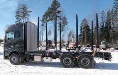 TimberMaxx apurunko ja Terminator XXL tilapankot istuvat hienosti uuteen FH-Volvoon. Kuormatilassa omassa luokassaan!
