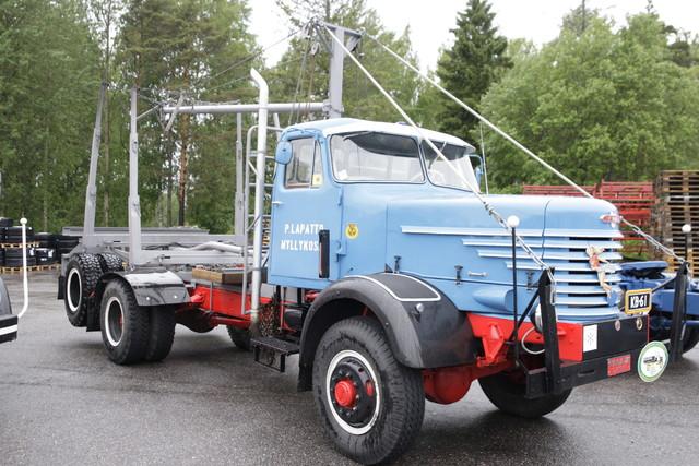 Veteraanikuorma-autot Sisun Karjaan tehtaalla 14.6.2013