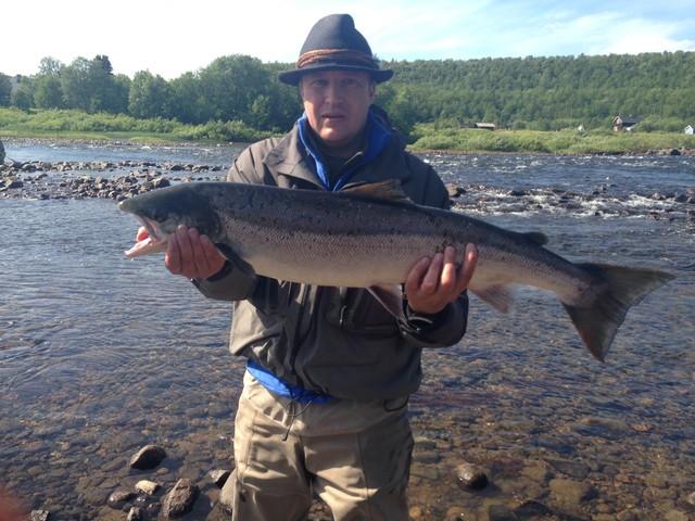 JJ ja jäämeren lohi 6,0 kg pintaperholla Neidenistä