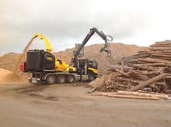 RASE-Kuljetus Oy:lle Kuusamoon menevä uusi TANA BioChipper maisteli ensimmäistä kertaa puuta Lahden Bioenergia-NYT! näyttelyn alla keskiviikkona 25.9.2013 - lisätietoja hakkurista Harri Sorvoja puh. 0400 642 147