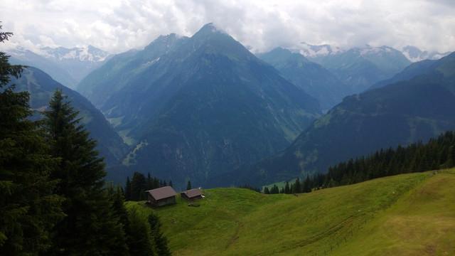 Metsätyö Oy:n Hannu Hypén jatkoi Interforst 2014 messuilta Münchenista kesälomareissulle alppimaisemiin, kuvassa ollaan Itävallassa Zillertalissa