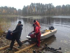 Toivo Aliranta, Ville Nevalainen ja Timo Tolppa hakivat verkot ja saaliin Kivijärvestä