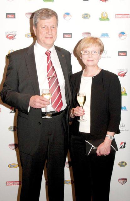 Ammattina Sankari 2014 Gaalailta - OP-Pohjolan Jukka Kajander ja vaimo Kaija-Liisa gaalatunnelmissa.