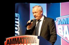 Ammattina Sankari 2014 Gaalailta - Kokoomuksen kansanedustaja Kalle Jokinen on myös liikenne- ja viestintävaliokunnan puheenjohtaja. Jokinen on siviiliammatiltaan poliisi ja ymmärtää liikenneasioiden päälle.