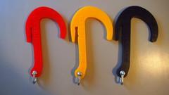 Kolme ARCTIC väriä. Punainen,keltainen ja tummansininen.