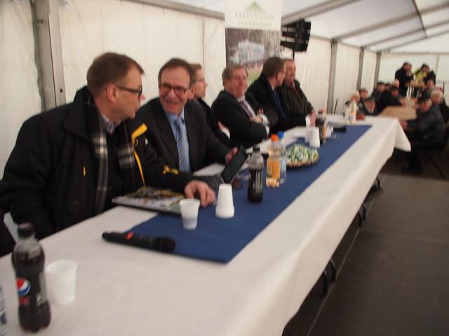 Juha Sipilä ja Pertti Hemmilä, taustalla Tomi Salo, Eero Lehti ja Matti Vanhanen - Hakevuori Oy Energiapäivä 19.3.2015'