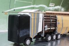 Aerodynamiikkakokeita Ruotsissa puutavarayhdistelmän pienoismallilla.