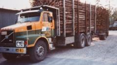 Alukarikka vuosimallia 1978 ja Exte 54 autossa keskellä.Pankor kulkivat sulassa sovussa.