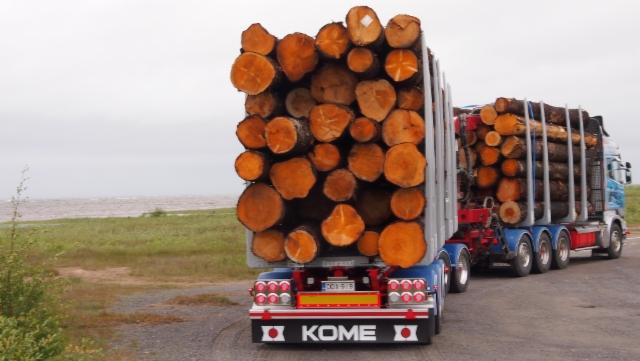 76 tonnia ja liki 4.4 m kuormassa korkeutta.