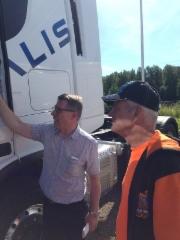 Ivecon Arto Mäkinen antoi Espoossa viime hetken ohjeet Salomaan Jannelle ja sitten kohti Härmää
