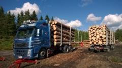 68 tonninen siirtoauto viisiakselisella vaunulla höystettynä nielee yli 50.000kg tukkia.